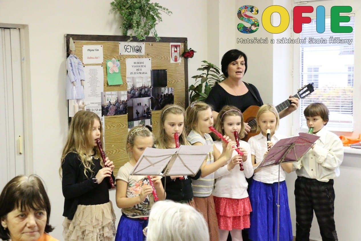 Sofie-materska-skola-vystoupeni-dum-senioru